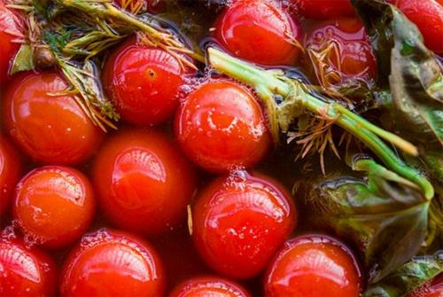 Помидоры зеленые бочковые на зиму. Бочковые помидоры в городской квартире. Два вкусных рецепта.