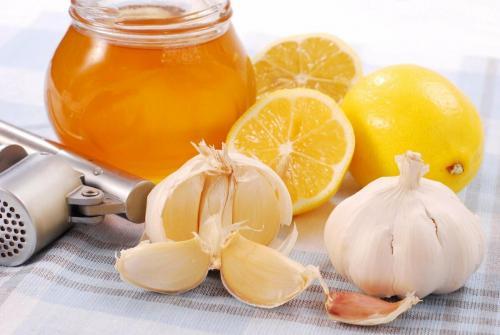 Чистка сосудов лимоном и чесноком рецепт. Смесь чеснока, лимона и меда чистит сосуды: правда или миф?