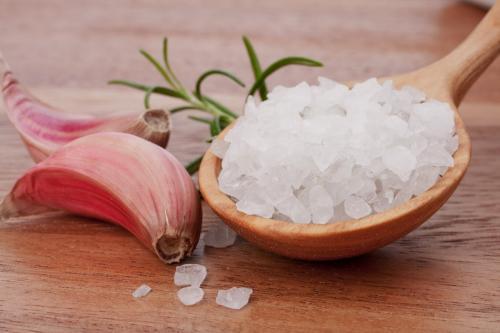 Как хранить чеснок в соли. Пищевая соль сохранит вам чеснок до следующего урожая!!!