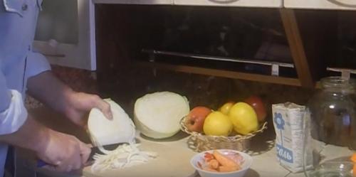Квашеная капуста с яблоками в ведре. Лучшие рецепты