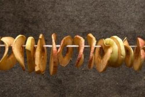 Как резать яблоки для сушки. Варианты форм нарезки